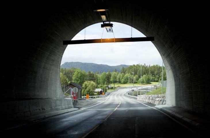 Godt mottak av alle kanaler i tunneler er et viktig sikkerhetstiltak, da radio sørger for publikumsvarsling i nødsituasjoner. Foto: Shutterstock